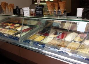 Saint Sébastien icecream shop